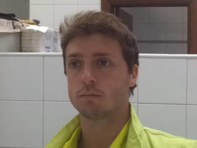 Javier Busquets trabajando como obrero